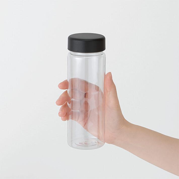 スリムクリアボトルを持っているイメージ