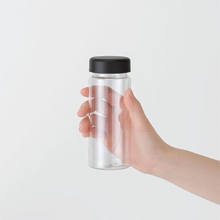 ボトルを持ったイメージ